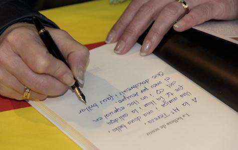 Eva Bach firma llibres